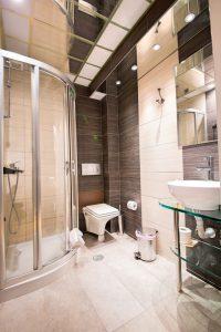 bathroom1_Fotor