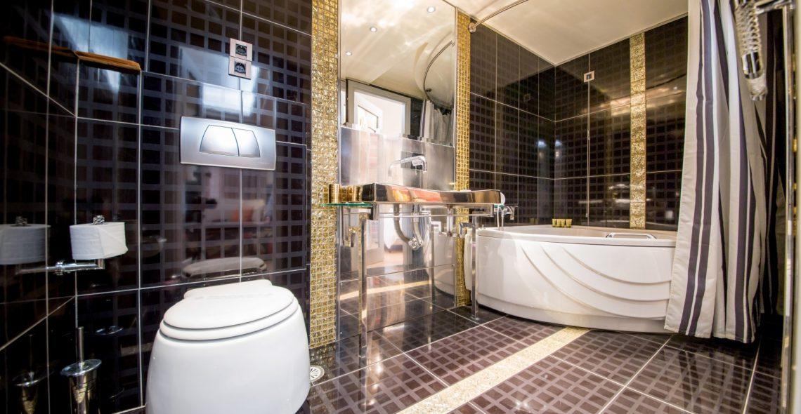 suite_bathtroom_Fotor (Large)